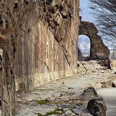 Le strade dell'Impero romano. argomento di storia per il I anno della Scuola Secondaria di I grado a cura della Prof.ssa Gabriella Rizzo | Homework & Muffin