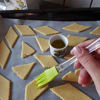 Crackers saporiti per la merenda salata degli alunni della Scuola Secondaria di I grado a cura di Gabriella Rizzo | Homework & Muffin