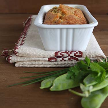 Cake salato con taccole e pancetta, merenda salata per gli studenti della scuola secondaria di I grado a cura di Gabriella Rizzo | Homework & Muffin
