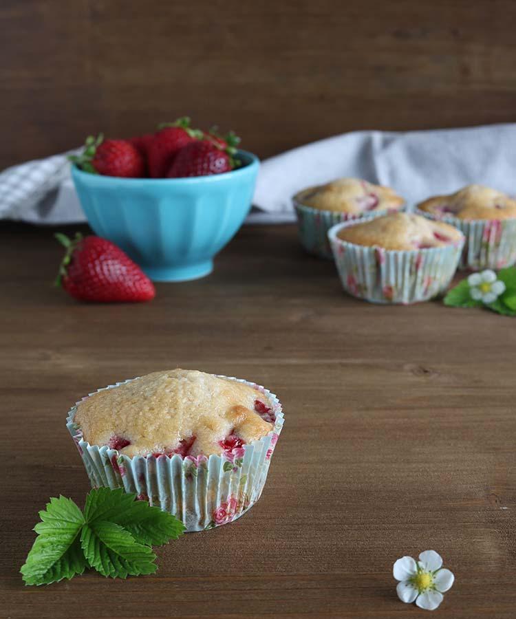 Ricetta dei Muffin alle fragole e cocco per la merenda dolce degli studenti della scuola secondaria di I grado | Homework & Muffin