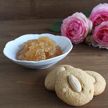Biscotti alle mandorle e marmellata di bergamotto di Reggio Calabria, ricetta per la merenda dolce a cura di Gabriella Rizzo | Homework & Muffin