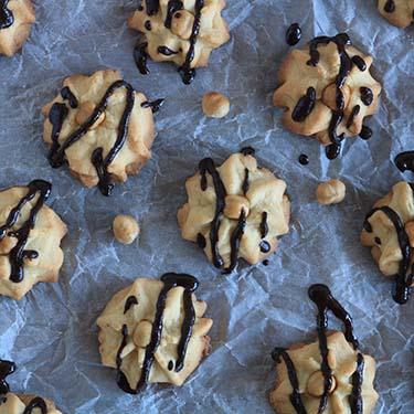 Biscotti alle nocciole, ricetta per la merenda dolce per gli studenti della Scuola secondaria di I grado a cura di Gabriella Rizzo   Homework & Muffin