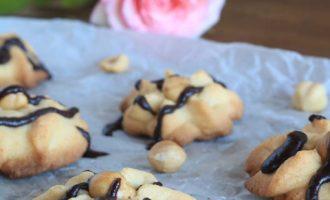 Biscotti alle nocciole, merenda dolce per gli studenti della Scuola secondaria di I grado a cura di Gabriella Rizzo | Homework & Muffin