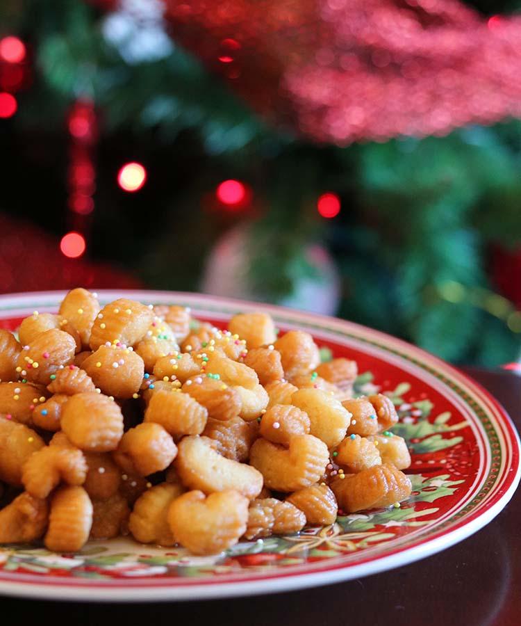 I Purceddhruzzi, dolci salentini natalizi. Ricetta per la merenda dolce a cura di Gabriella Rizzo | Homework & Muffin