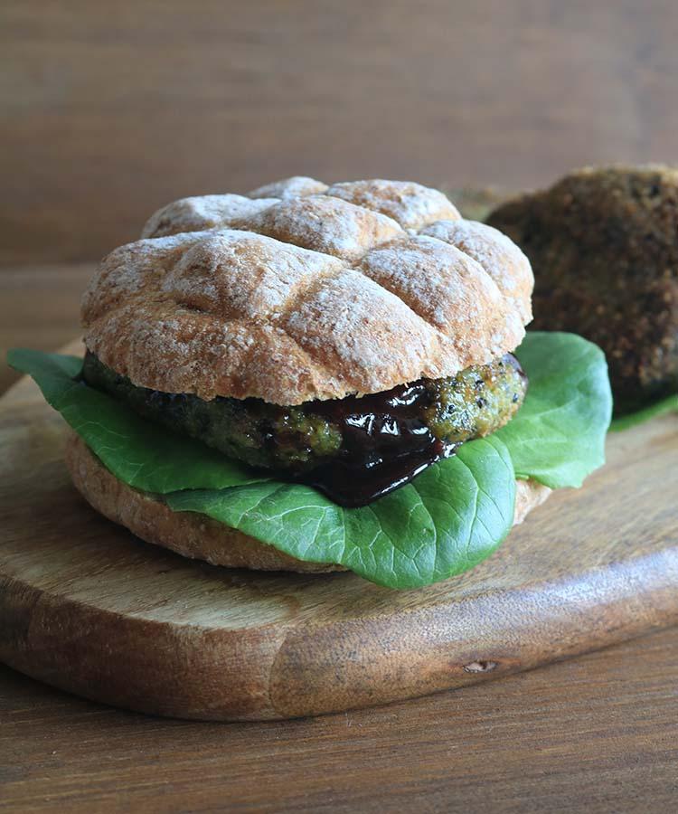 Burger di quinoa, tacchino e spinaci, ricetta per la merenda salata per gli studenti a cura di Gabriella Rizzo | Homework & Muffin