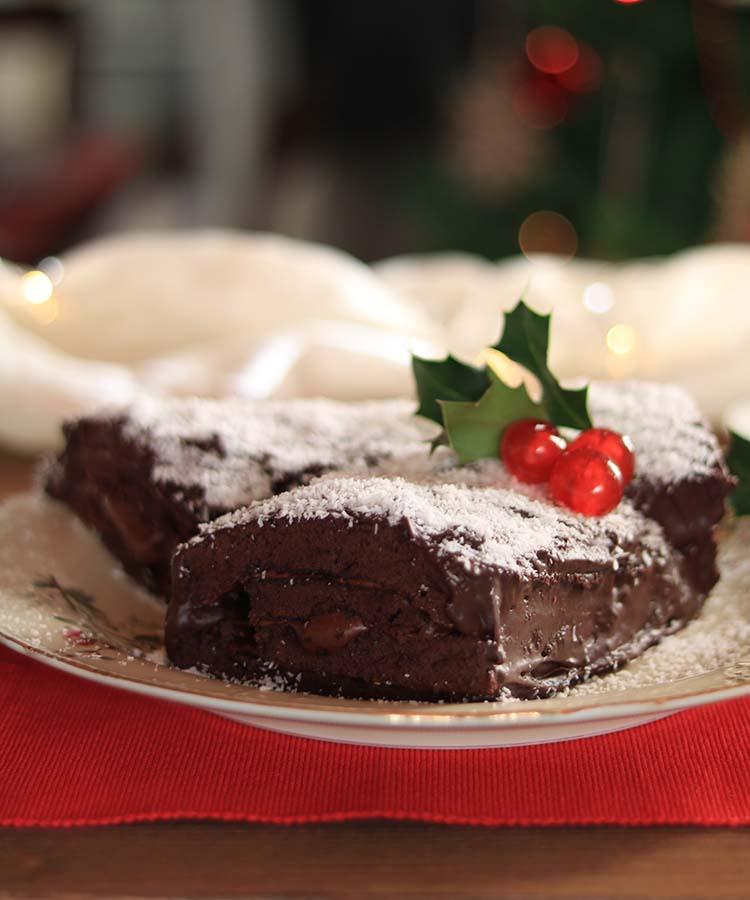Tronchetto di Natale al cacao e cocco, ricetta dolce per festeggiare il Natale a cura di Gabriella Rizzo | Homework & Muffin