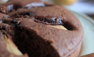Torta con cioccolato e pere, ricetta per la merenda dolce per bambini e ragazzi a cura di Gabriella Rizzo | Homework & Muffin