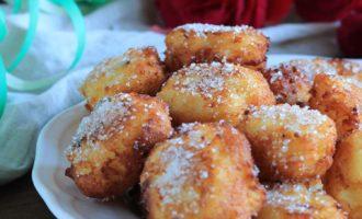 Frittelle di semolino con mele e zenzero, ricetta di Carnevale per la merenda dolce per bambini e ragazzi a cura di Gabriella Rizzo | Homework & Muffin