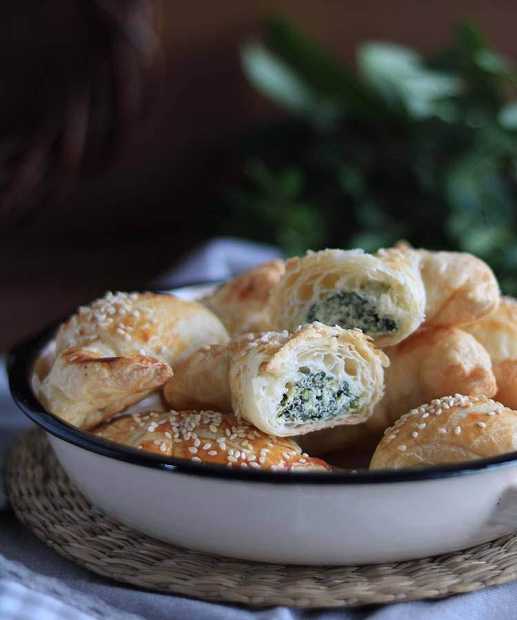 Mini brioches con ricotta e spinaci, ricetta per la merenda salata per bambini e ragazzi a cura di Gabriella Rizzo | Homework & Muffin