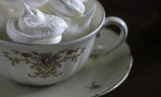 Meringhe, ricetta per la merenda dolce di bambini e ragazzi o idea regalo per Natale, a cura di Gabriella Rizzo | Homework & Muffin