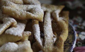 Bugie, ricetta piemontese dei dolci di Carnevale a cura di Gabriella Rizzo | Homework & Muffin