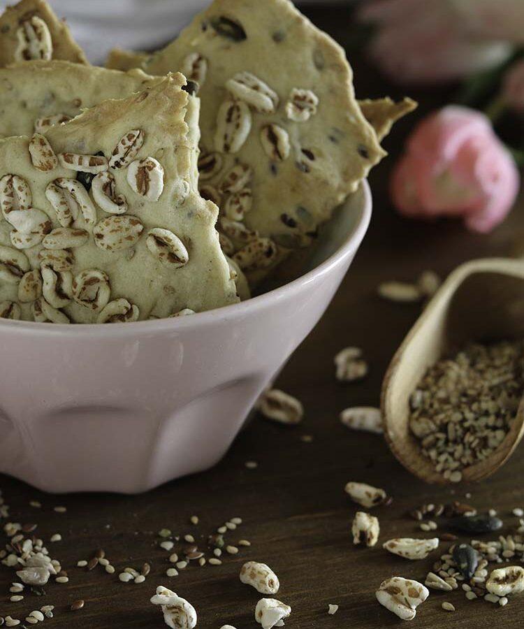 Cracker di semi, snack semplice e veloce; ricetta per la merenda salata per bambini e ragazzi a cura di Gabriella Rizzo | Homework & Muffin