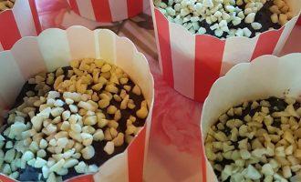 Presentare i muffin ai mirtilli e mandorle | Homework & Muffin