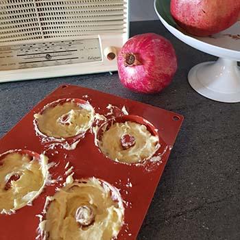 Mini savarin al succo di melagrana e crema per la merenda degli studenti della Scuola Secondaria di I grado a cura di Gabriella Rizzo | Homework & Muffin