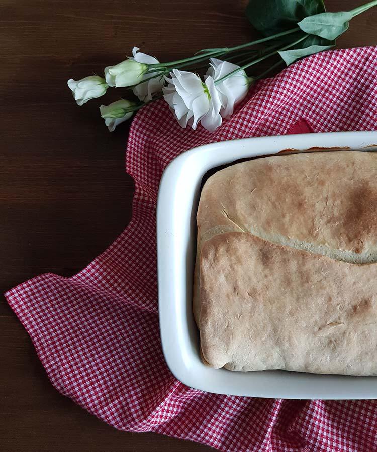 Focaccia con indivia riccia, formaggio e prosciutto, merenda salata per gli studenti della Scuola Secondaria di I grado | Homework & Muffin